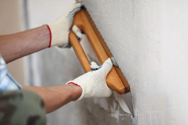Ввыравнивания стен – нанесение штукатурки